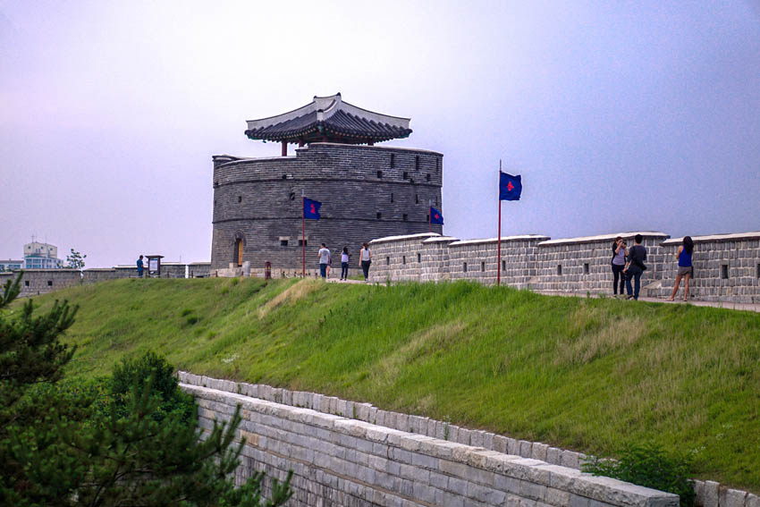This castle/ fortress is the wall surrounding the centre of Suwon and such a magnificent fortress. Though it's our first one to see in South Korea, I still feel that it's one of the most beautiful sights to see here in their country.