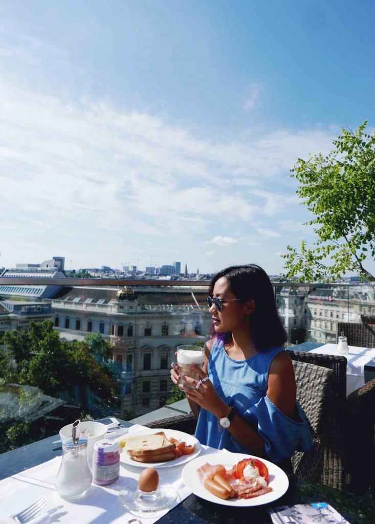 Now this is what you call breakfast with a view.