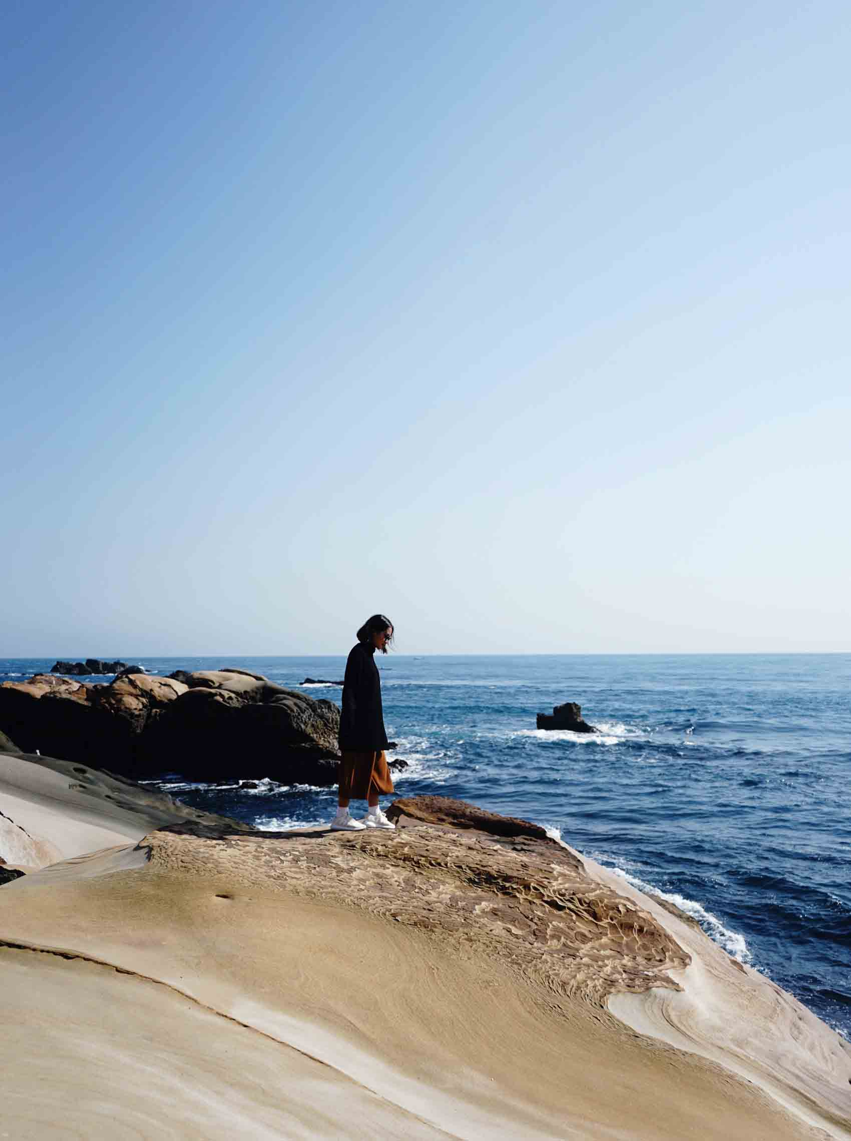 The following day, we went to Yehliu Geopark, which is in the East of Taiwan. It took us maybe an hour to get there and you'll be amazed at all the rock formations you see! Best time is to go during the morning so there won't be as many people yet inside the park.